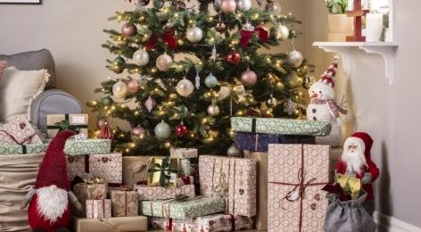 Joulukuuset & -koristeet