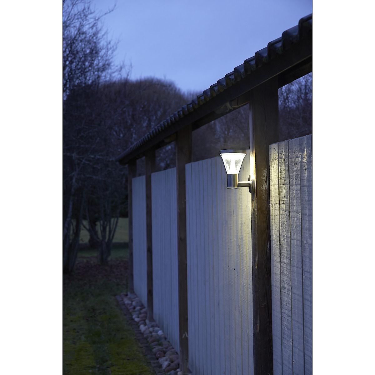 Seinävalaisin, jossa aurinkokenno ja liiketunnistin Northlight