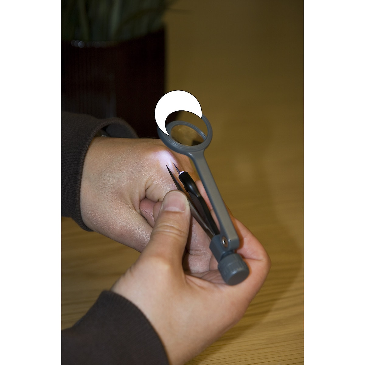 Magnifying Glass with Tweezers and Worklight
