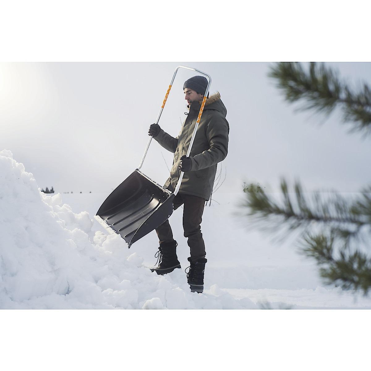 Fiskars SnowXpert snørydder