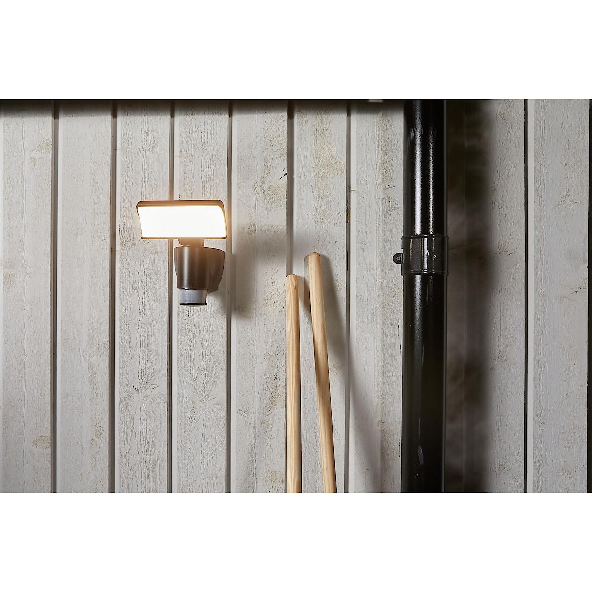 Robotic-seinävalaisin, jossaliiketunnistinja valoanturi, Cotech