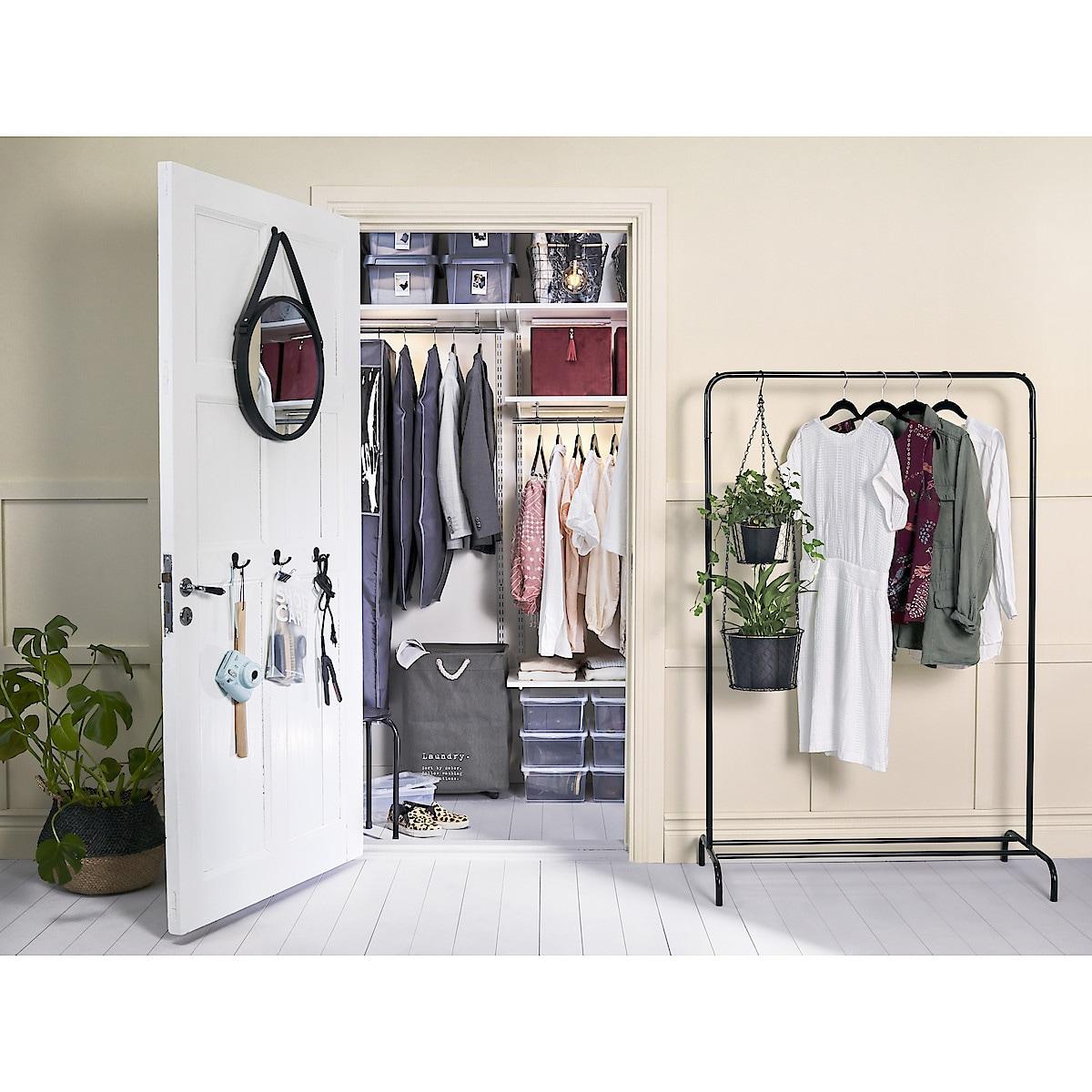 Pyykkikori, jossa pyörät