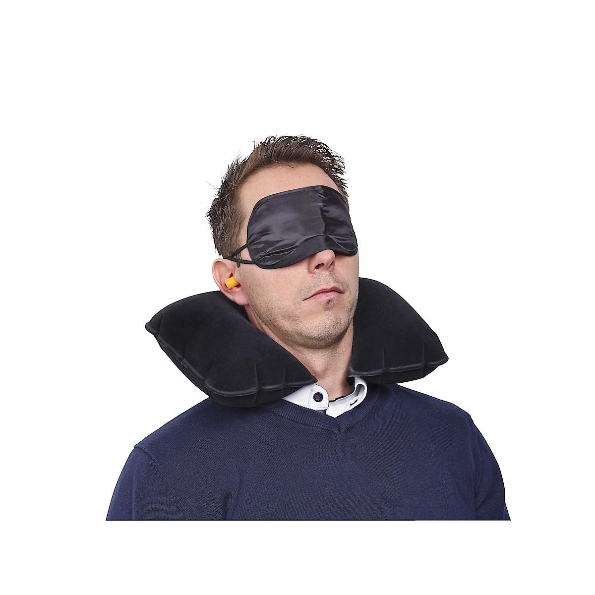 Reseset med kudde, mask och öronproppar