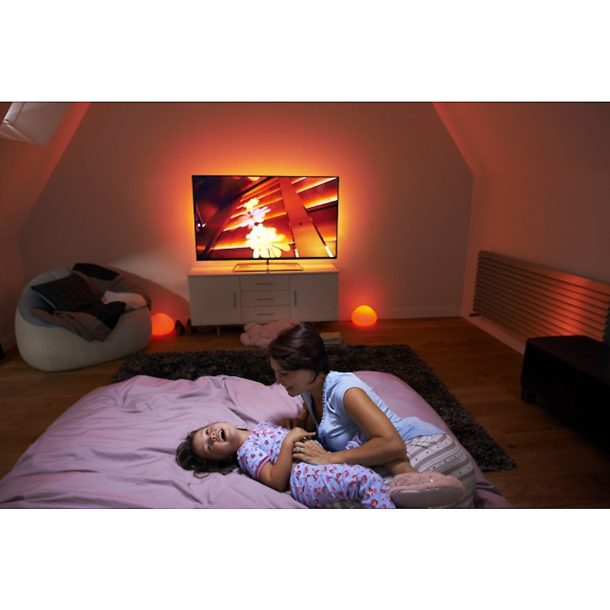 Philips Hue White and Color Ambiance startpakke med Hue Bridge, LED-pærer og dimmere