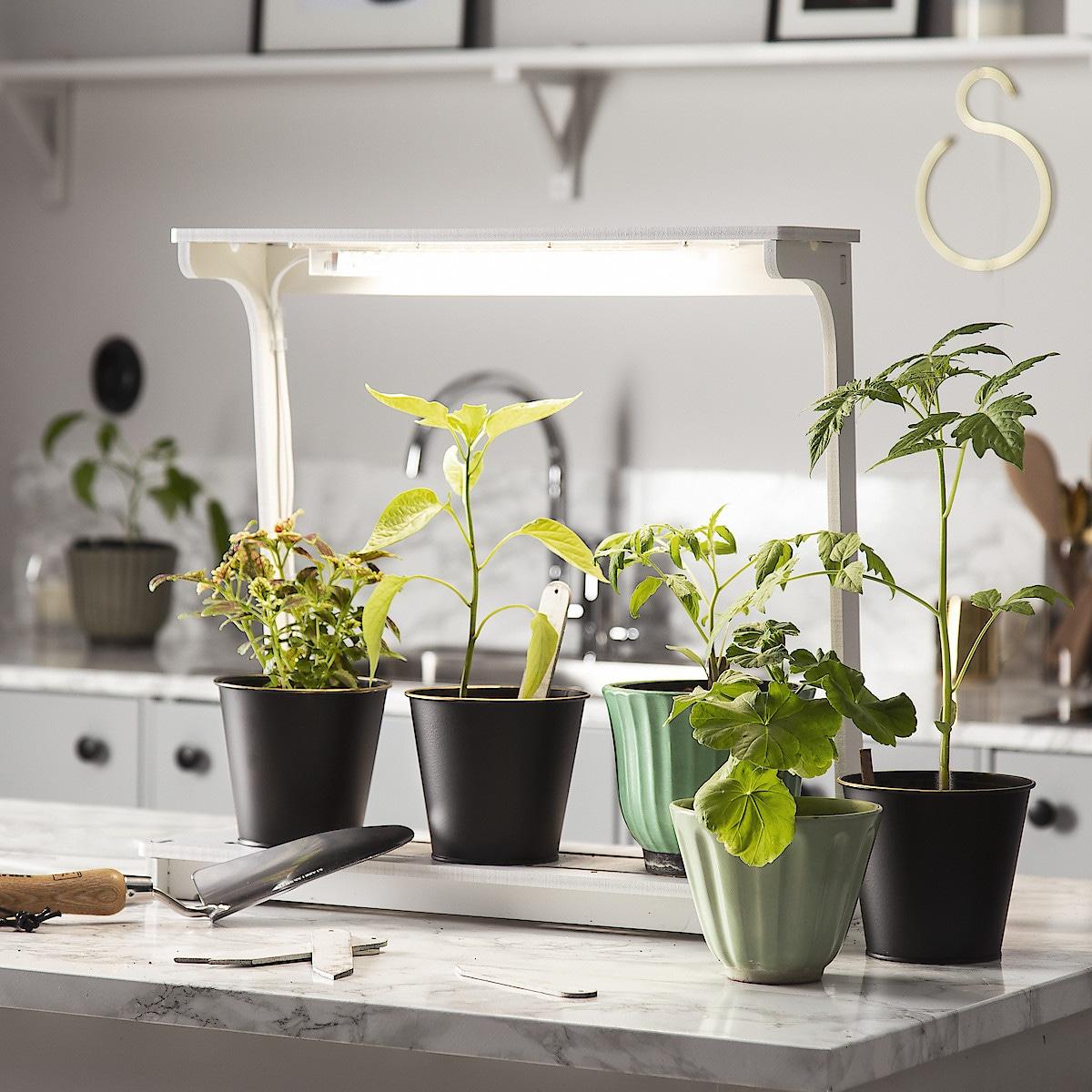 Växtbelysning med blomhylla LED